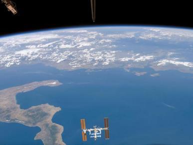 https://angel2840148089.files.wordpress.com/2011/07/space-station-over-the-ionian-sea.jpg?w=300