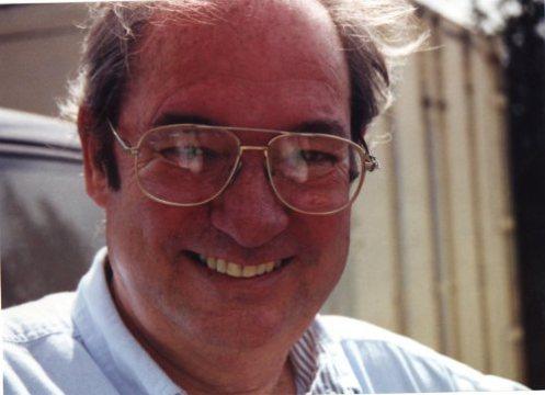 Bill murió por nosotros, escúchale 5 de Mayo, 1943 - 6 de Noviembre, 2001.