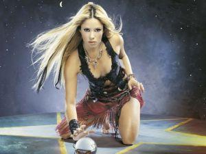 Shakira sobre pentagrama ocultista