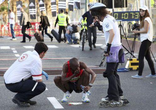 el 15-03-13 muere otro atleta casualmente durante la maratón de Telaviv atleta experto y muy bien entrenado