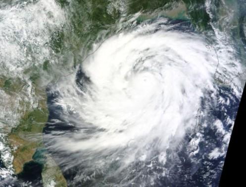 Super ciclón Phailin 11 de octubre de 2013 ( credito: NASA Terra MODIS / SEDAC)