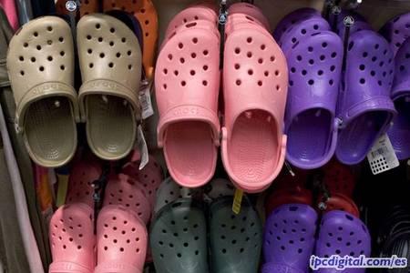 Estas-son-las-sandalias-Crocs-que-causaron-furor-en-Japon-durante-el-verano_fotogaleria_h