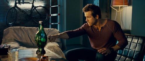 Hal Jordan pronunciando el juramento al artefacto extraterrestre.