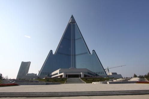 Este hotel con forma de pirámide tiene curiosamente, 330 metros de altura!