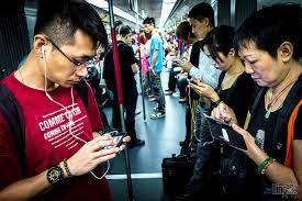 smartphone-subway-hongkong-png.png