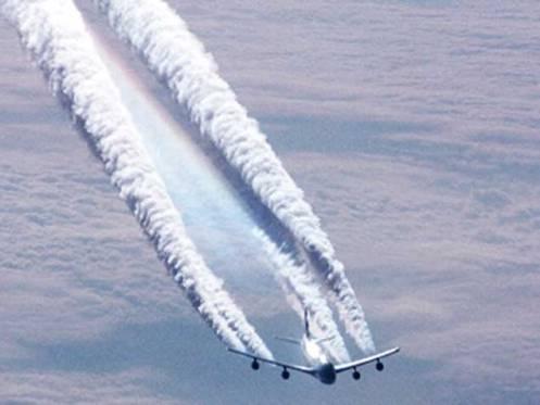 """""""Chemtrails"""" dejadas por un avión / greatdreams.com"""