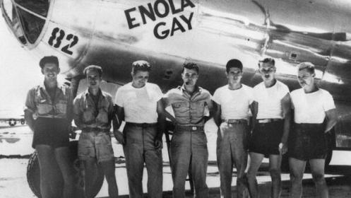 """Tripulación del """"Enola Gay"""" bombardero estadounidense que dejo caer la bomba atómica en Hiroshima"""