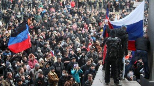 Una multitud defiende las posturas prorrusas en Crimea