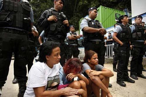 Amarildo. Amarildo de Souza Lima, de 43 años, pescador, peón de obra, fue asesinado por la Policía en julio de 2013. En la foto, un homenaje póstumo. / OLMO CALVO