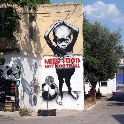Los grafitis anti-Mundial que se plasman en las calles criticando al gobierno y a la FIFA.