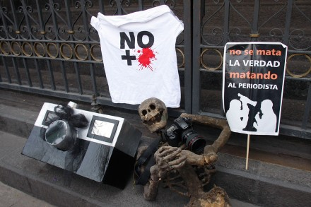 266193-5bedff28a473ade2c_pf-8500130428_protesta_periodista_hc-d-440x293