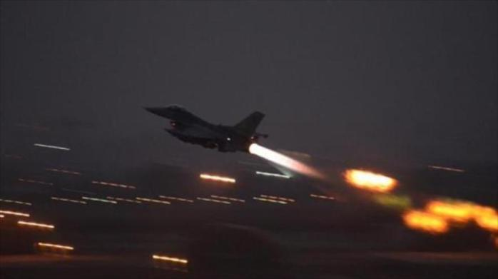 Un cazabombardero F-16 despega de la base aérea de Incirlik en el sur de Turquía.