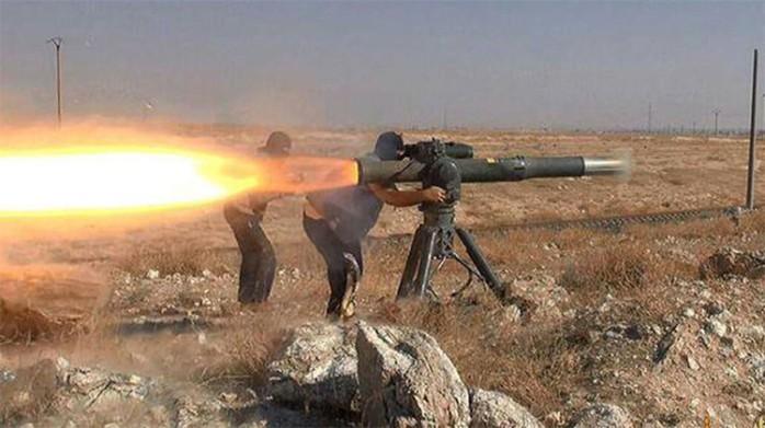 Miembros del EI disparan desde el complejo antiataque estadounidense TOW / Captura de pantalla