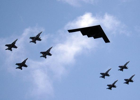 valiant_shield_-_b2_stealth_bomber_from_missouri_leads_ariel_formation