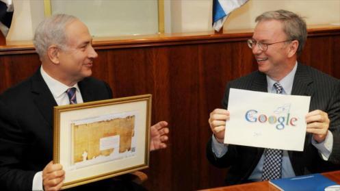 El primer ministro israelí, Benyamin Netanyahu, en un encuentro con el antiguo presidente ejecutivo de Google, Eric Schmidt, 19 de junio de 2012.