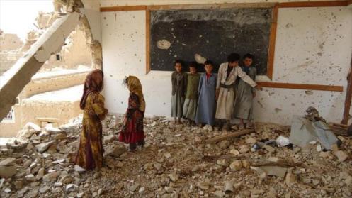 Una escuela destruida por bombardeos del régimen saudí en Yemen.